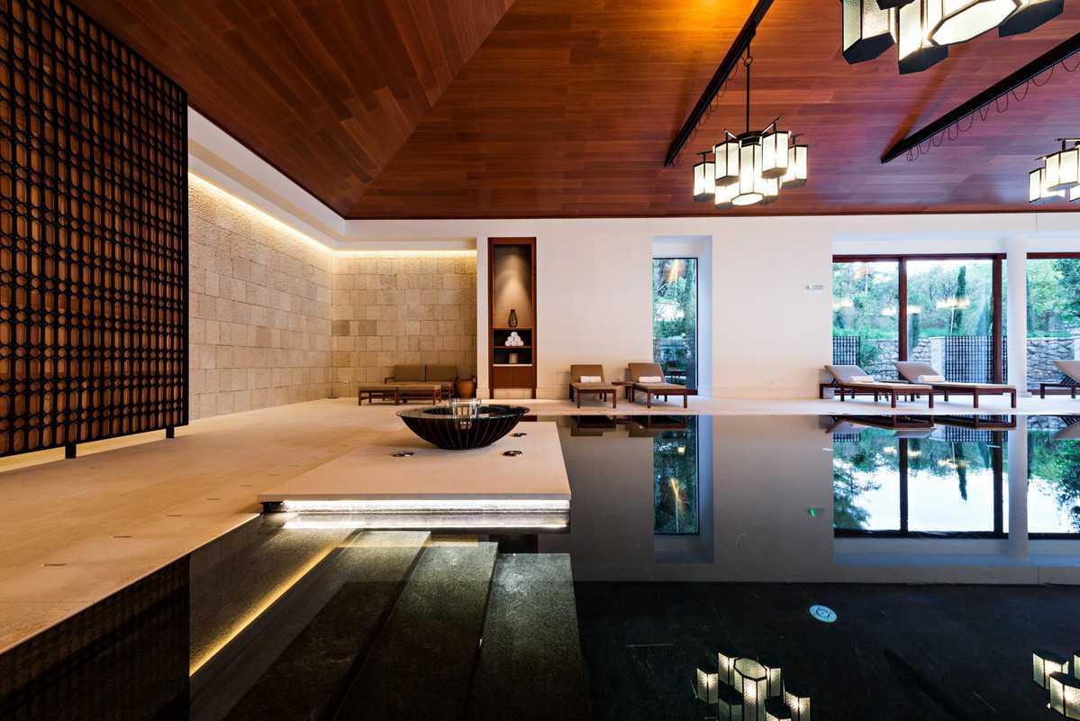 progettazione e arredamento resort di lusso con piscina essence interiors