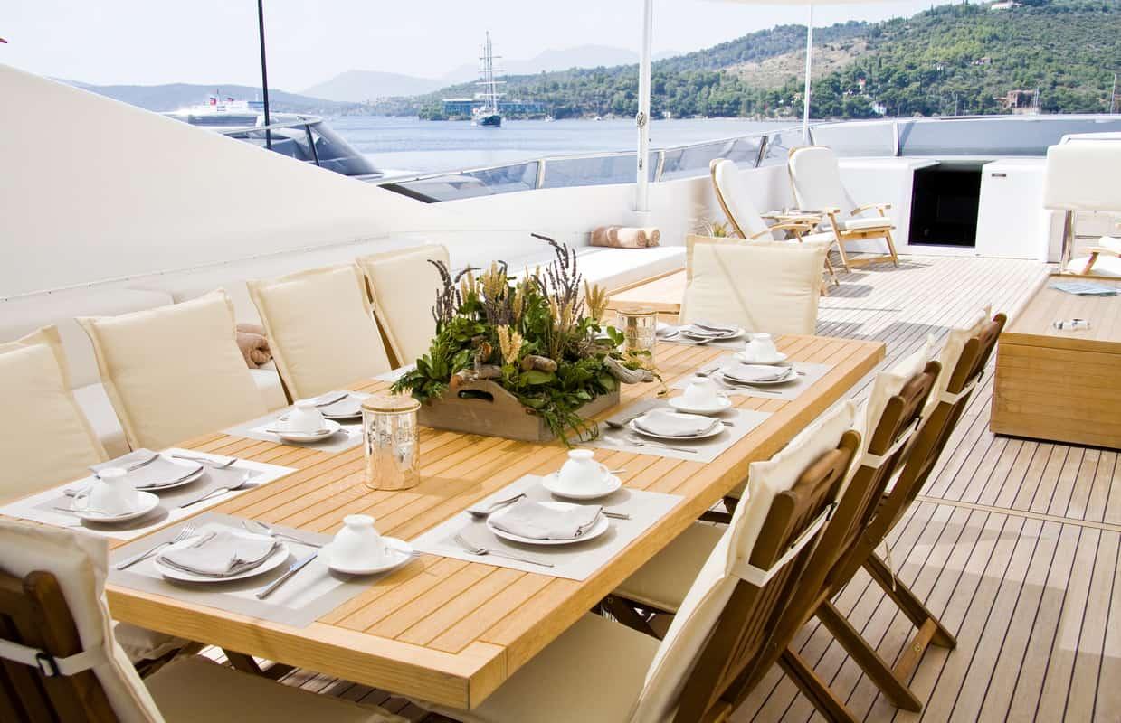 arredamento esterno yacht di lusso - essence interiors