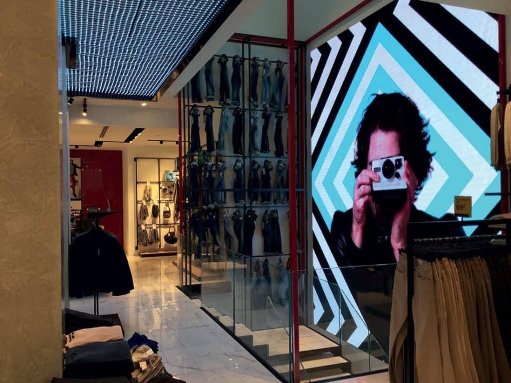 progettazione arredamento e design negozio di abbigliamento
