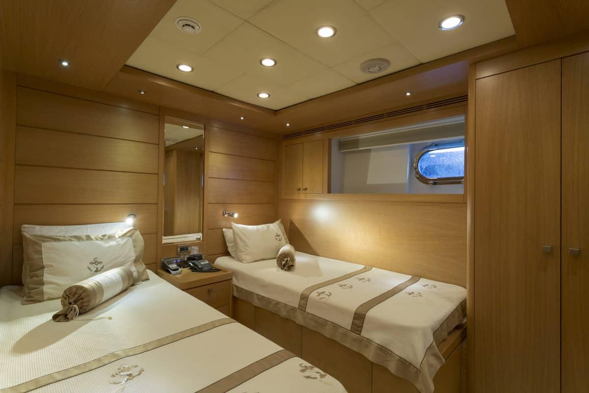 arredamento-interno-yacht-di-lusso-essence-interiors
